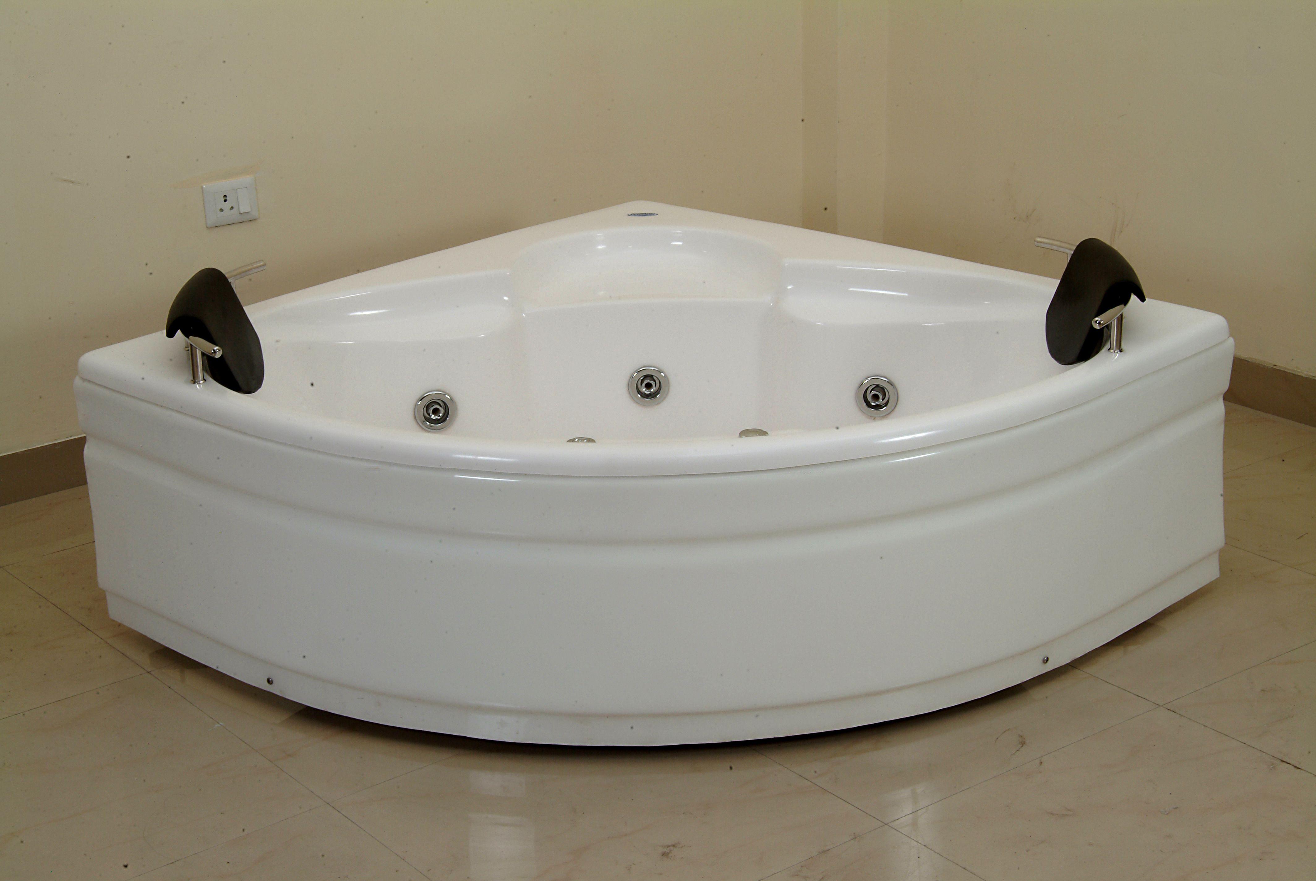 Best Jacuzzi Bathtub In India With Images Jacuzzi Bathtub