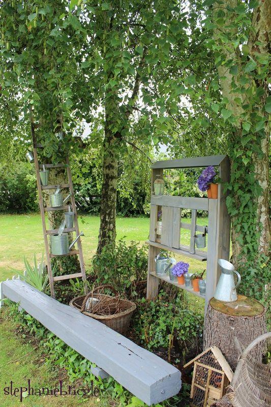 blog diy comment faire soi m me une maison tag re pour d corer le jardin faire soi meme. Black Bedroom Furniture Sets. Home Design Ideas