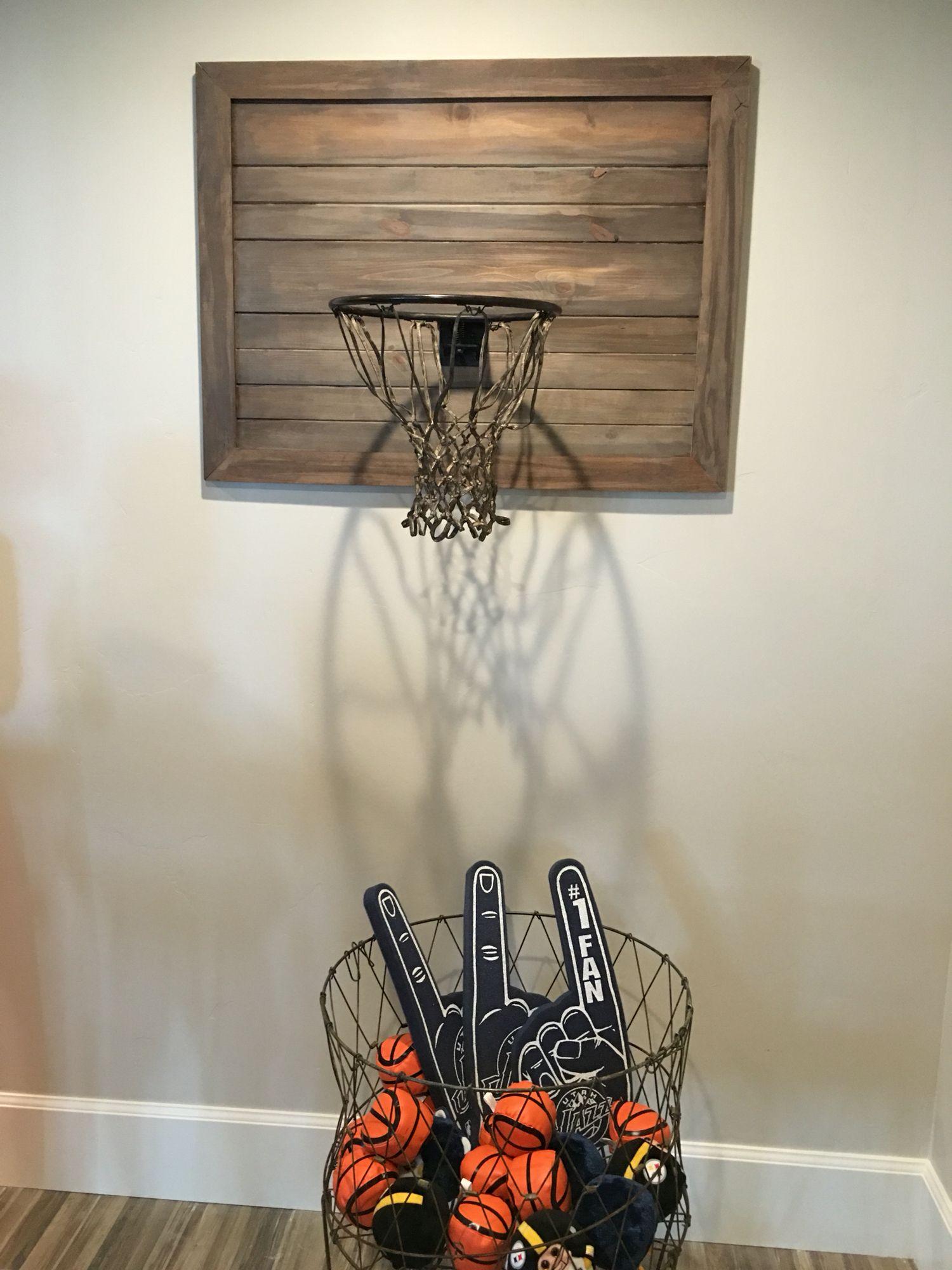 Rustic basketball hoop  Decoration chambre ado garcon, Décoration