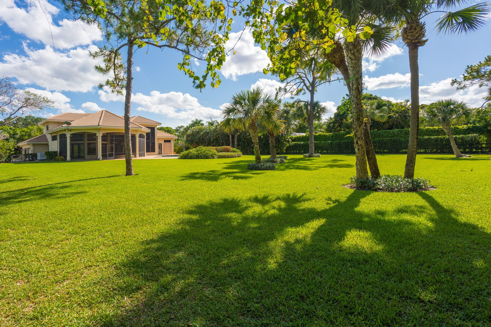 This Extraordinary Expansive 5br 4 Ba Estate Home With A Pool Sits On One Of The Most Esteemed Streets Of With Images Palm Beach Gardens Screened In Patio Estate Homes