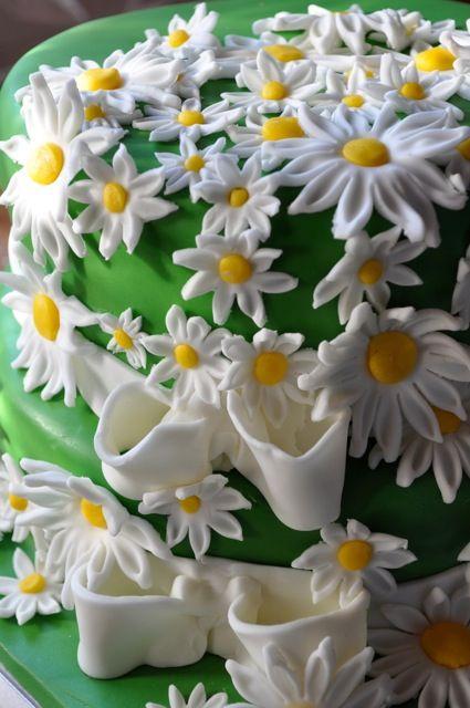 Prato con tante margherite, ma di dolcissimo cake design