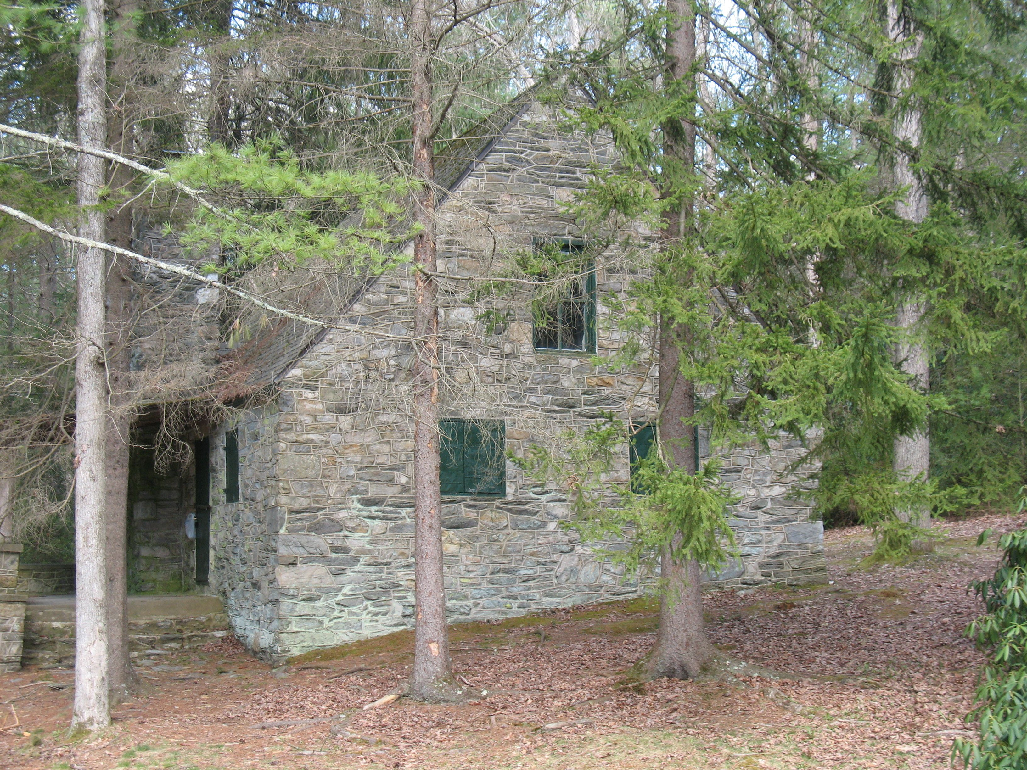 An abandoned house in pine grove state park pa