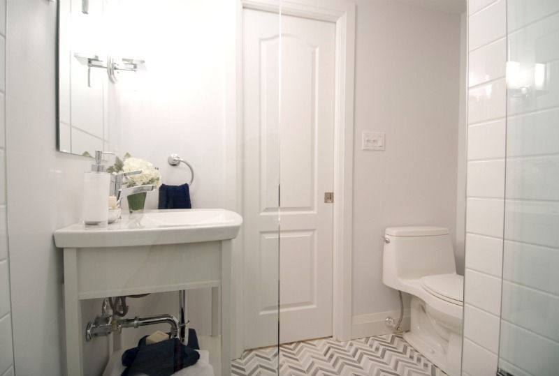 How to make a small bathroom look bigger bathroom for Small bathroom updates