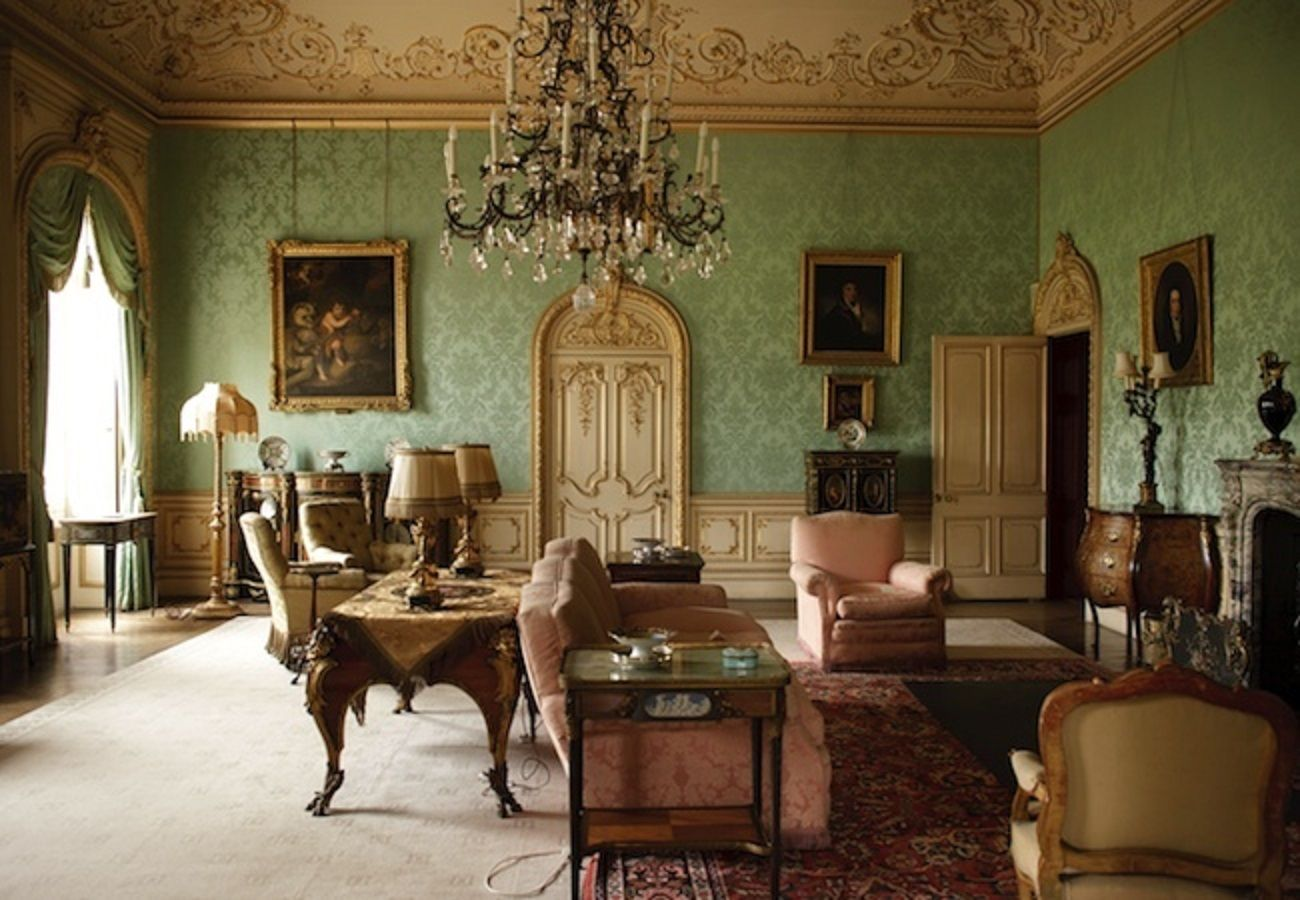 Downton abbey drawing room da magic nel 2019 for Case stile inglese interni
