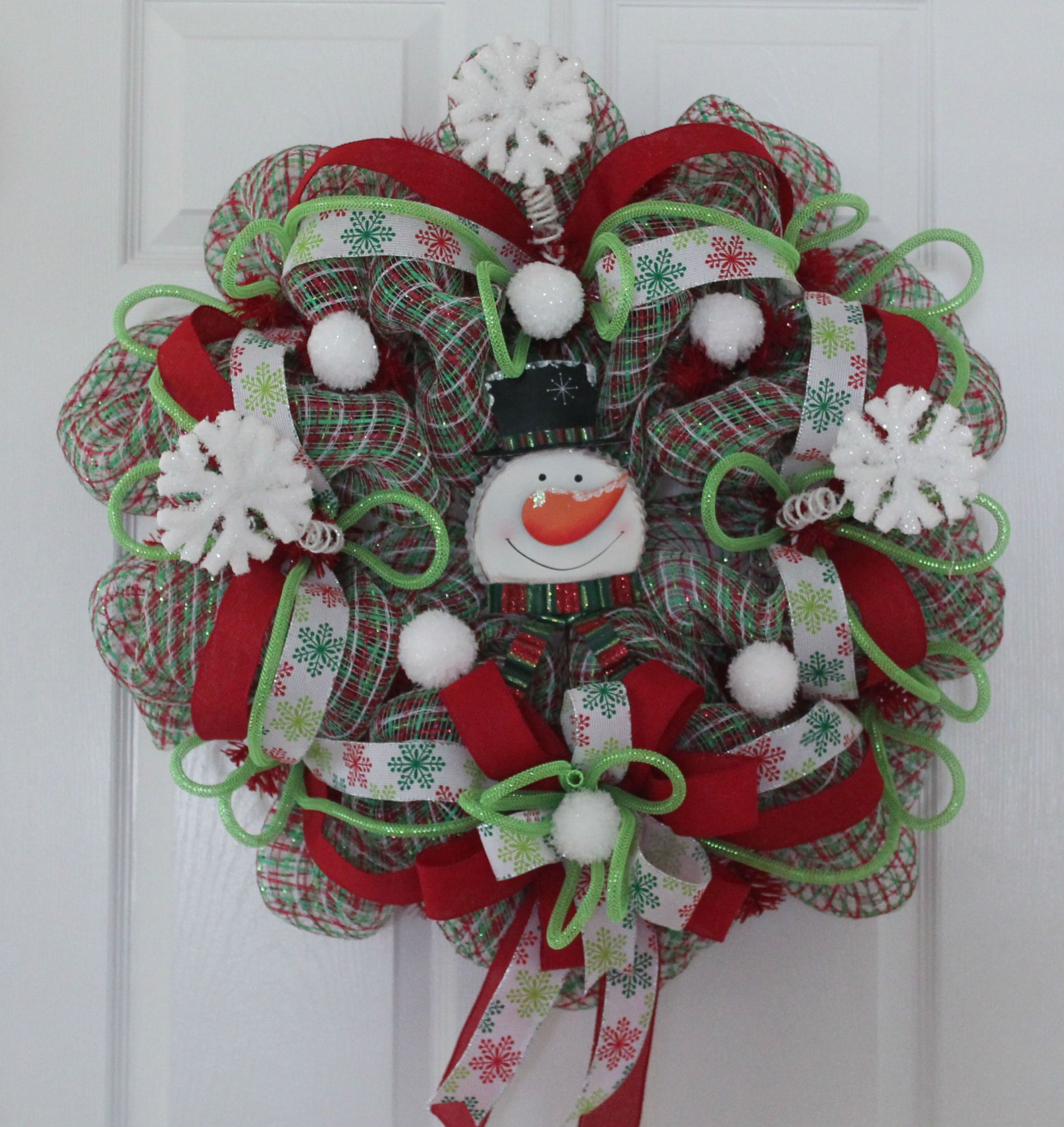 "DIY Mesh Christmas Wreath ""Baby It's Cold Outside"