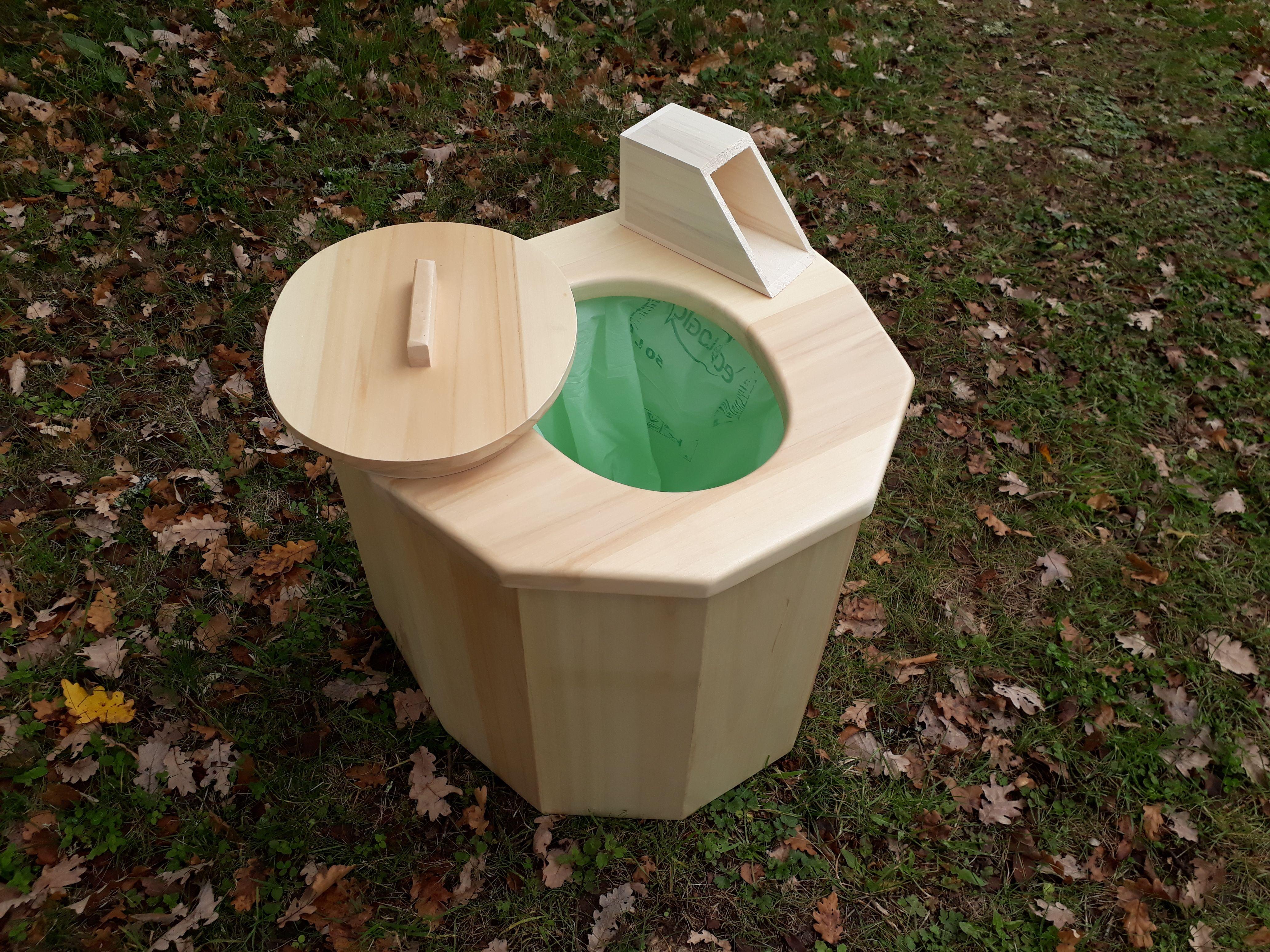 Toeletta mobile ~ Toilette sèche mobile en peuplier livrée avec sa pelle à sciure