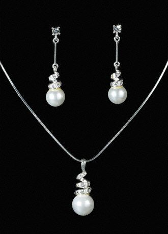 Crystal And Pearl Pendant Necklace And Earring Set.