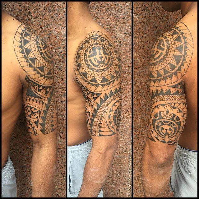 99ec62e95 Meia manga e parte interna. 5 sessões. #maoritattoo #maori #polynesian…