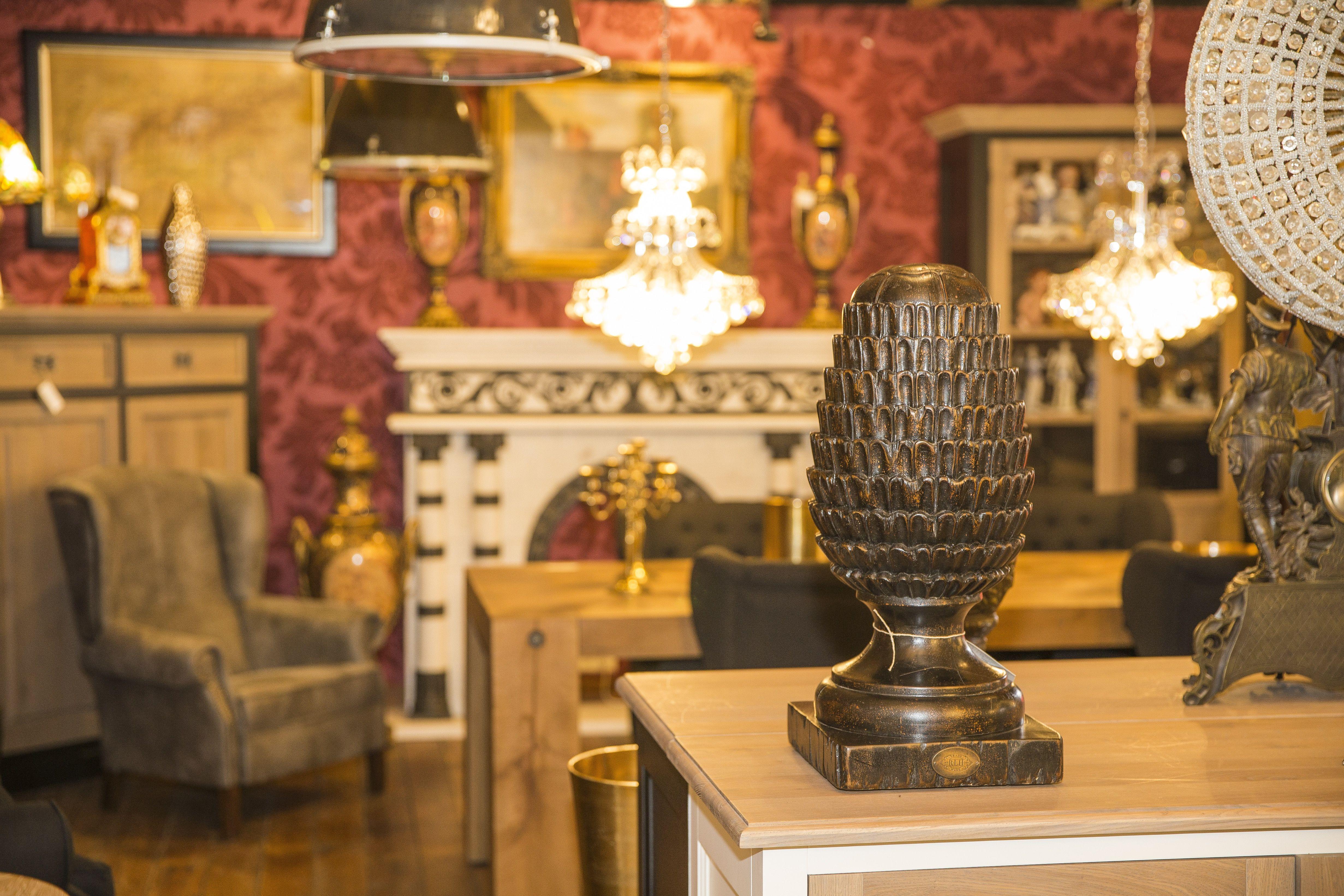 Impression Vom Nostalgiepalast Nordhorn #antik #möbel #massivholz  #nostalgie #kronleuchter #dekoration