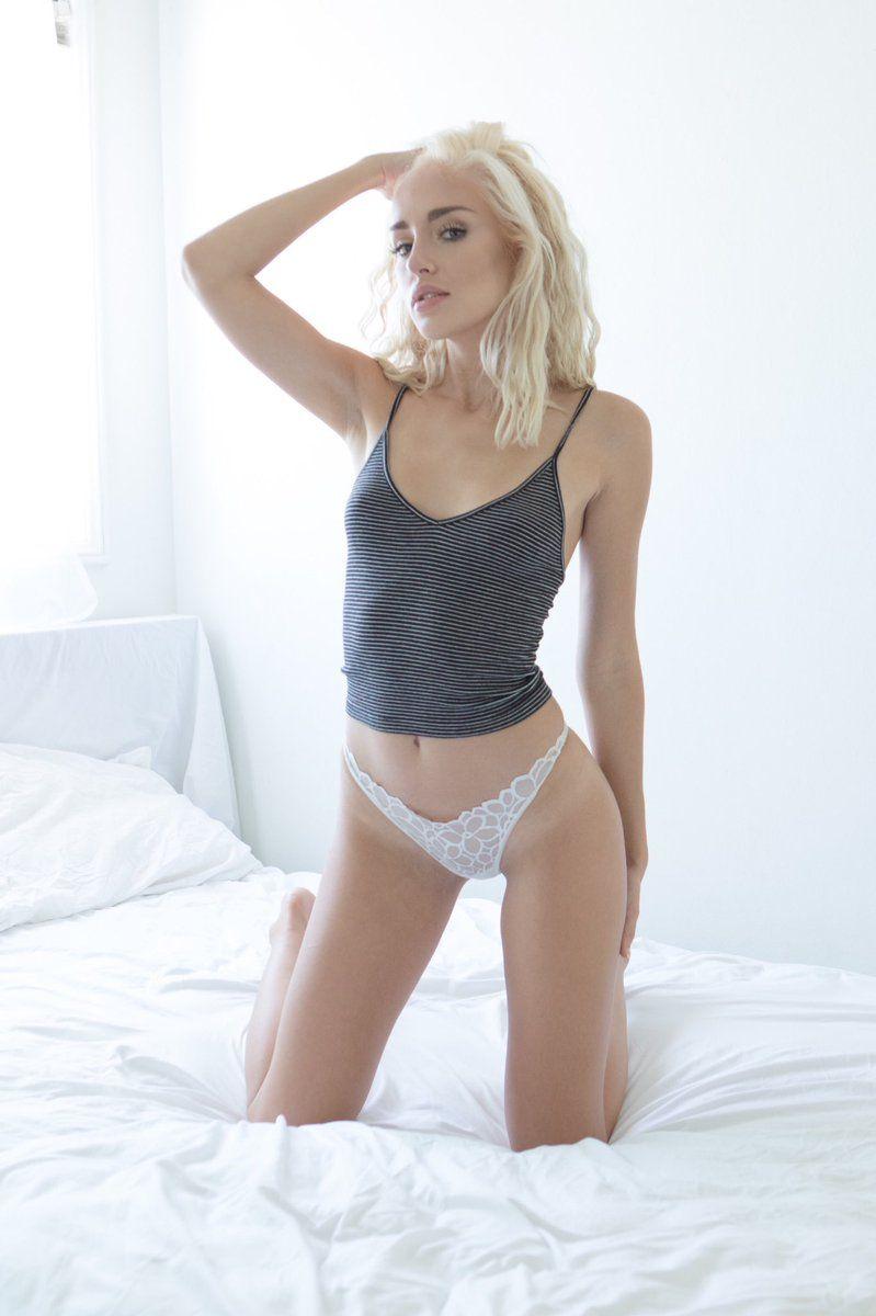 Blondine Teen Weiß Dessous