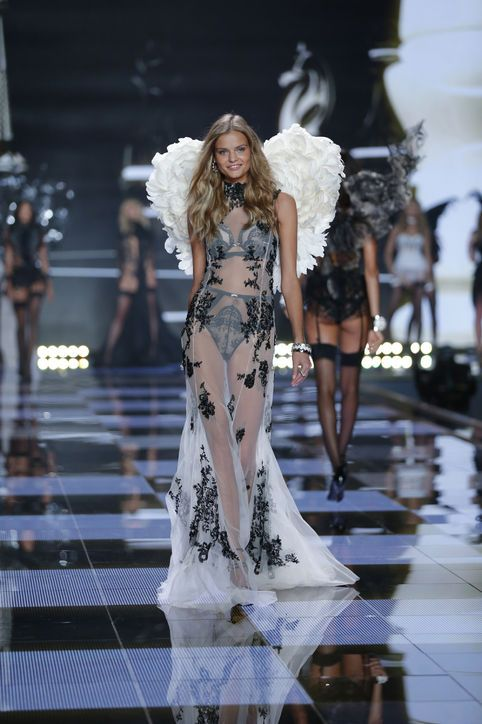 5622ced8e69 new-vs-angels-2015-supermodel-kate-grigorieva-russia-victorias-secret-hi-res