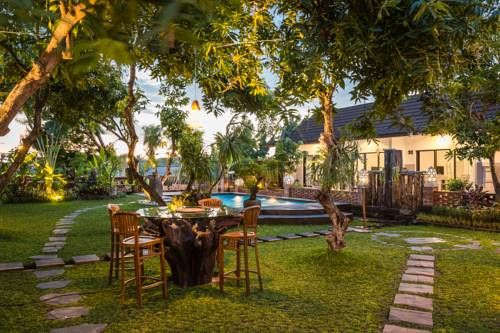 Vande Guest House Canggu Located in the Berawa district in Canggu, 2.7 km from Berawa Beach, Vande Guest House boasts a fitness centre and water sports facilities.  Rooms are equipped with a flat-screen TV. Certain units have a seating area to relax in after a busy day.