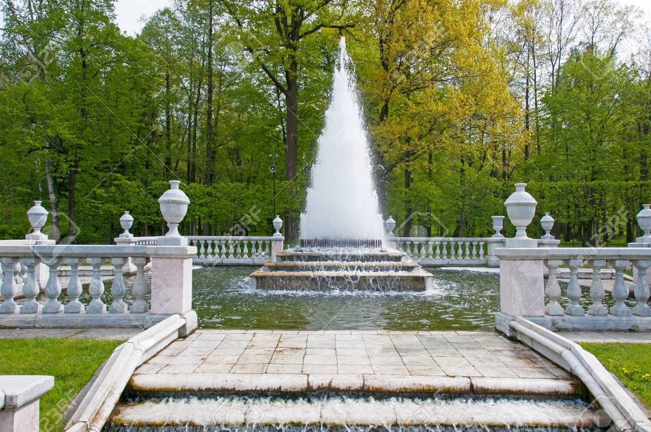 Fountains In Petergof Park The Pyramid Fountain Stock Photo 19115165