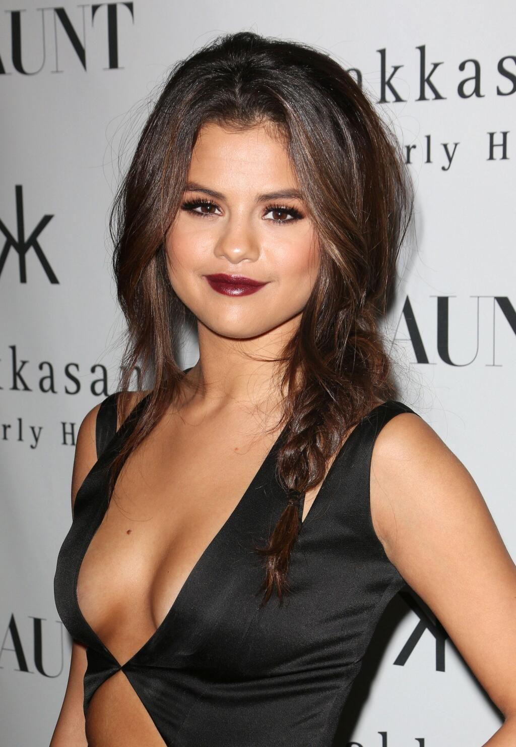 Twitter / Refinery29: Selena Gomez admits to a stint ...