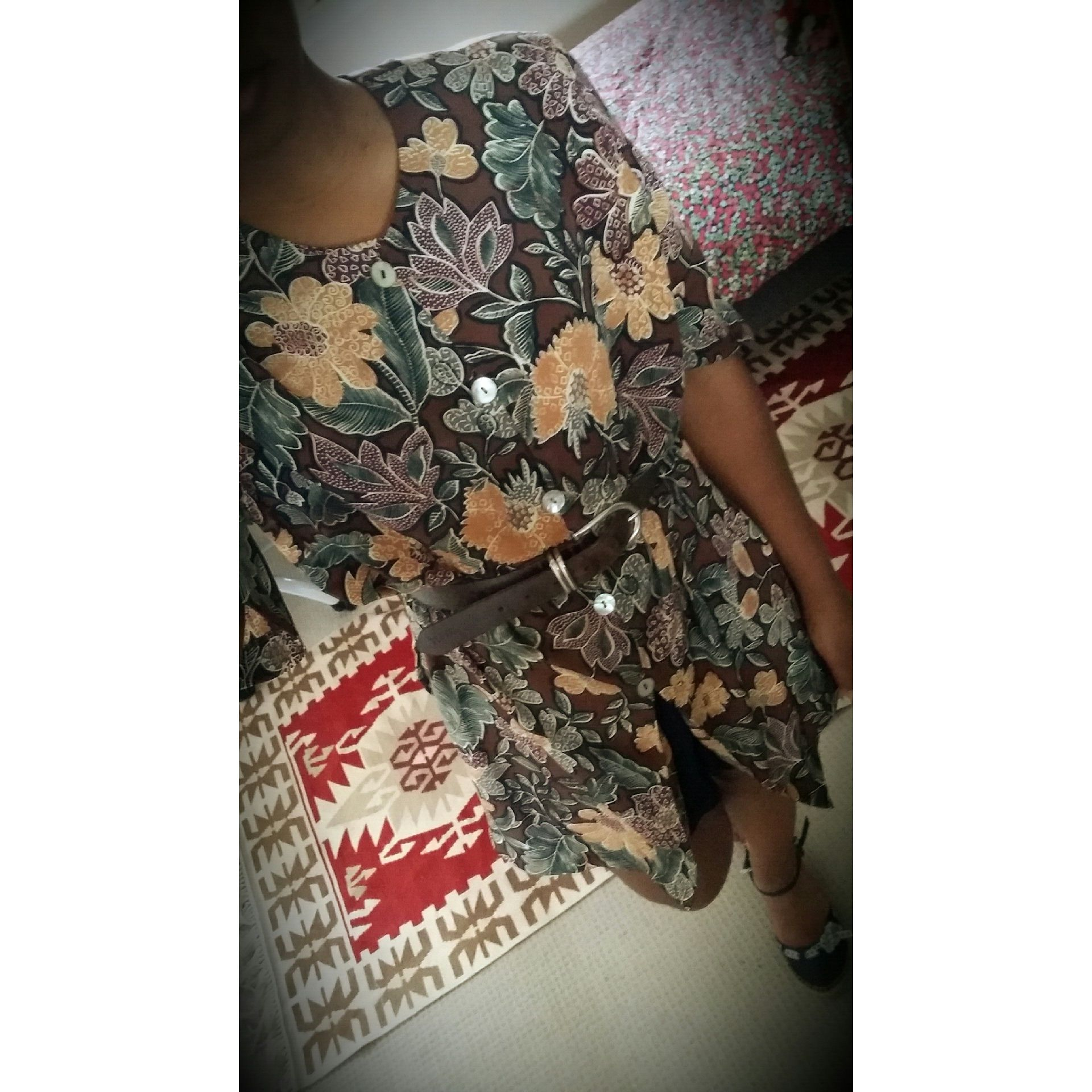 My grandma gave me this long shirt a few days ago. I wasn't sure about the cut of the sleeves but now I quite like it. Belted and paired with some basic black shorts and navy low espadrilles, made a nice simple outfit for the day. Thanks Grandma! #beckywears #grandma #handmedowns #bigprints #floral #vintagestyle #twenties #youngadult #womensfashion #earthycolours #browns