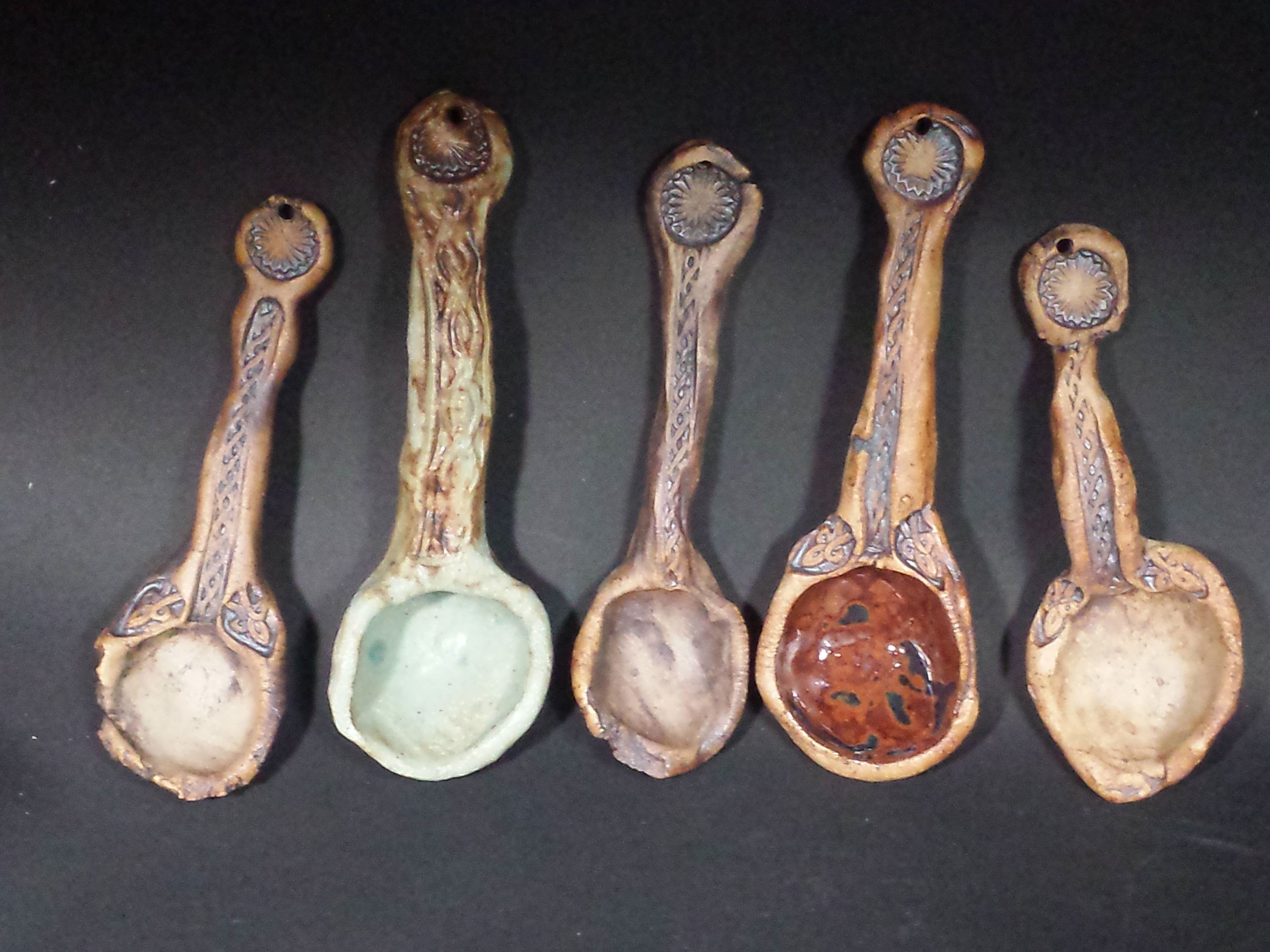 Toros ( Toros Pottery)