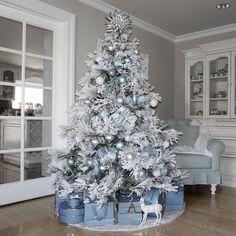100 White Christmas Decor Ideas Which are Effortlessly Elegant & Luxurious #kerstboomversieringen2019