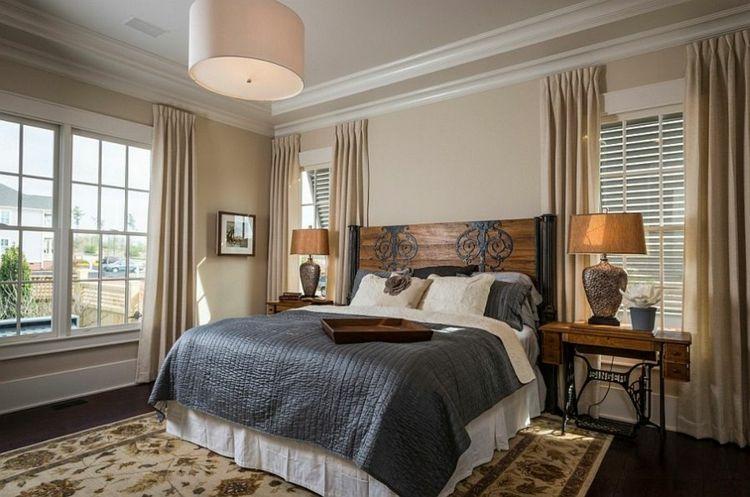 Altes schlafzimmer ~ Holz im schlafzimmer schickes kopfbrett metallornamente alte
