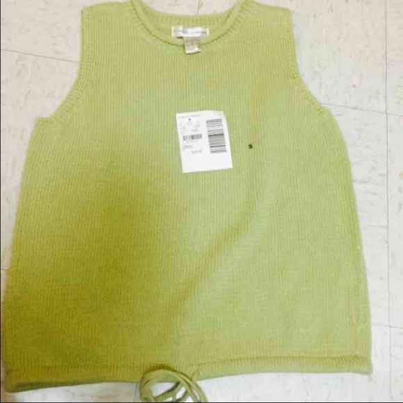NWT $29 Casual Corners Green Top In no rush to sell, just cleaning out my closet. No trades / holds / partials. I ship anywhere between 1-7 days because of my military work schedule. If you have any questions please let me know! Please use offer button for any negotiation. Tops Tank Tops