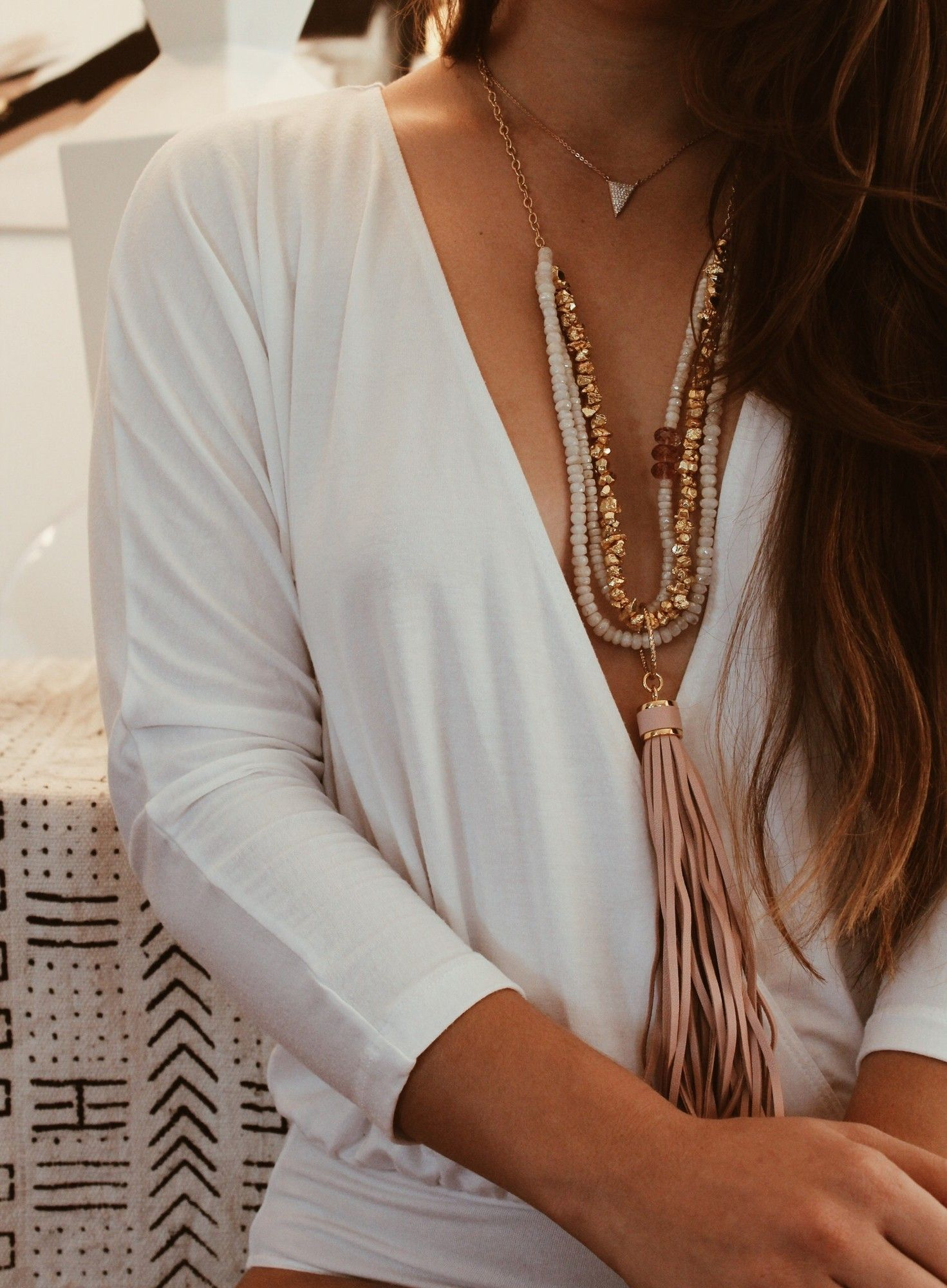 When in doubt, sparkle it out! Layered to perfection in the Nicky necklace (w removable tassel) ✨#charmesilkiner #linkinbio #sparkle #aotd #prettyinpink #golden