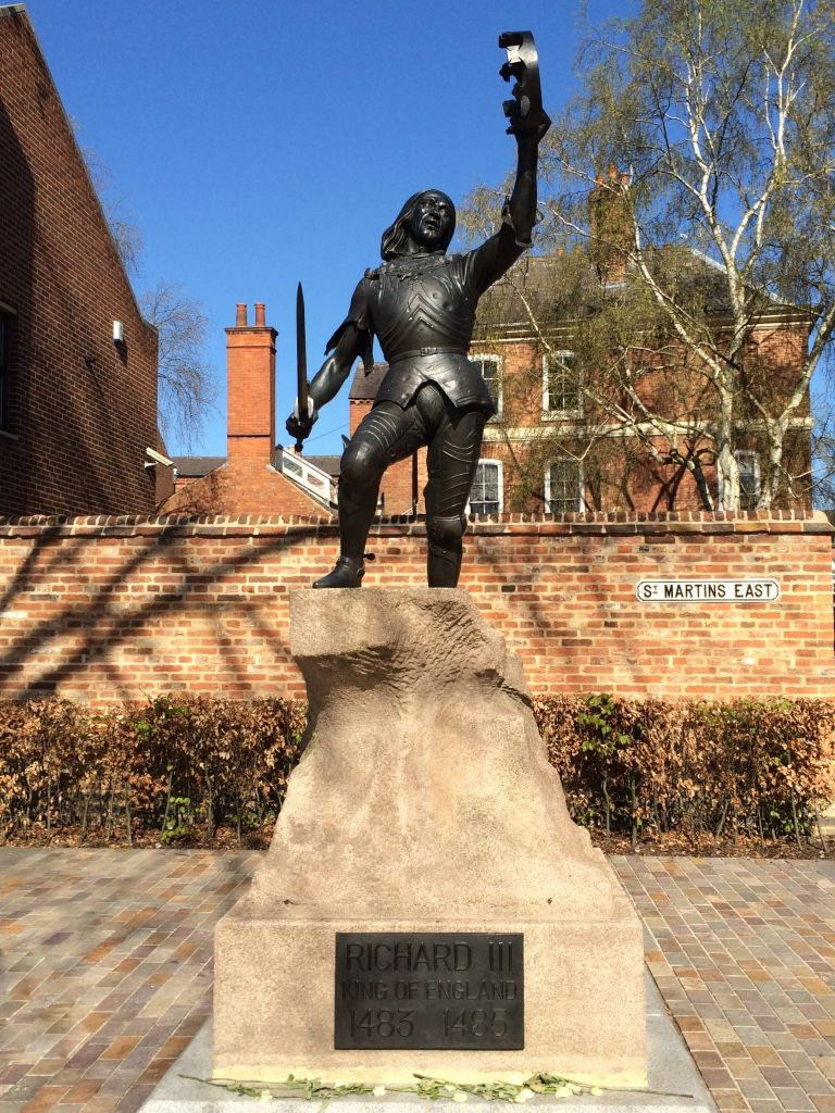 King richard iiis statue st martins leicester with