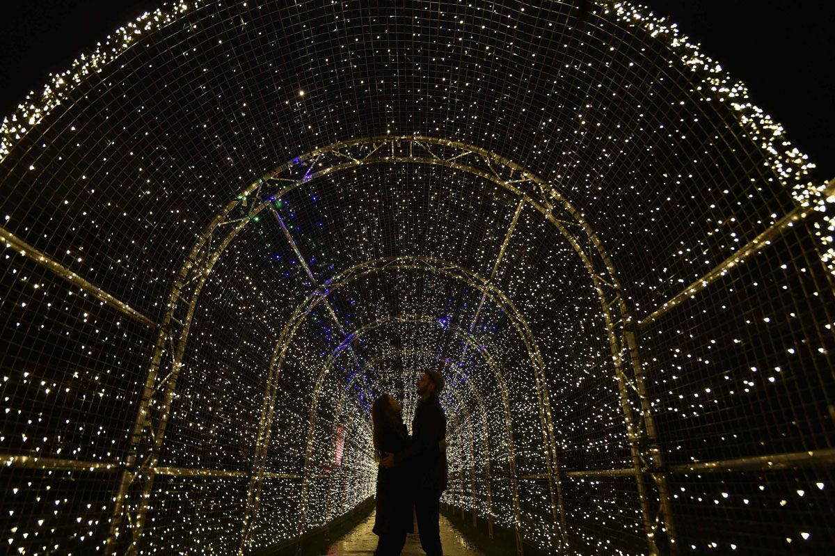 Alex Little R And Miranda Jenatka Pose As They View A Light Installation At Kew Gardens In West London Pictures Of The Week Kew Gardens Kew Gardens Christmas