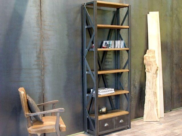 Etagère de style industriel en acier brossé et chêne. Réalisation ...
