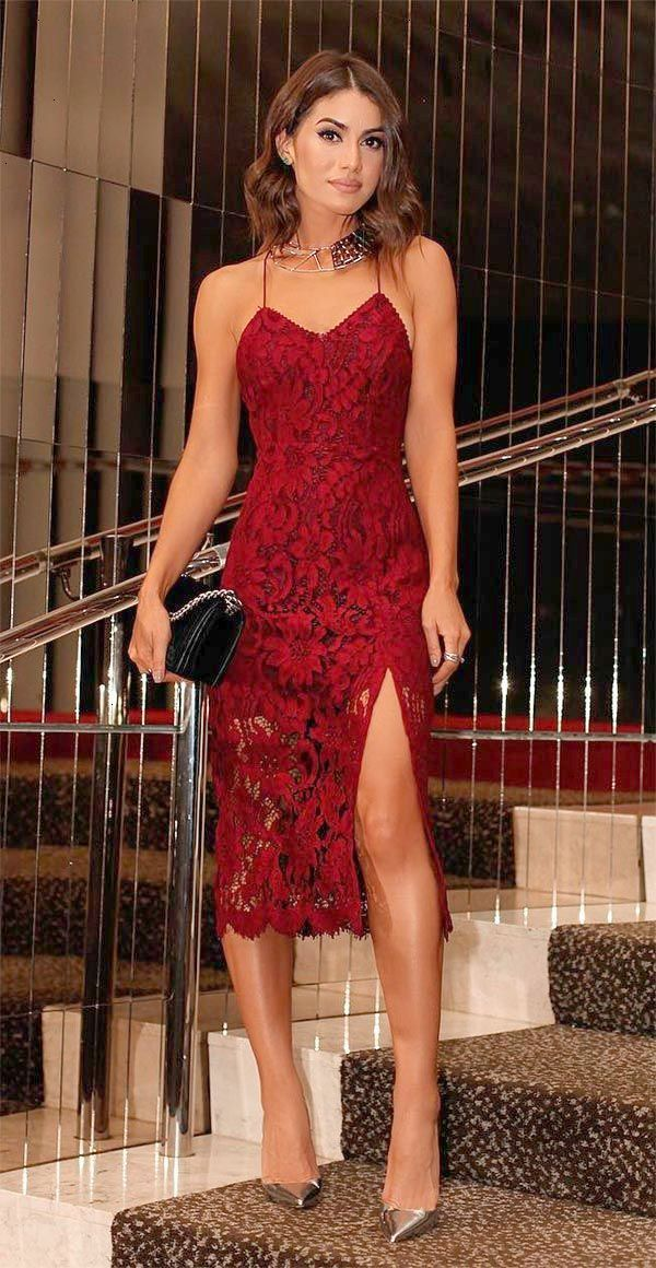 e2a6e4fe7 Vestido de renda vermelho. Street style look Camila Coelho