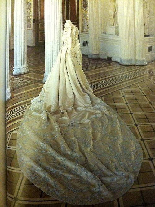 themauveroom: traje de plaza de ceremonias de la emperatriz