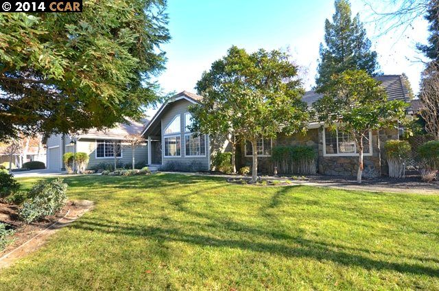 130 JENNIFER CT, ALAMO, CA 94507 - Large single story home with vaulted & cathedral ceilings, built in 1989 & updated in 2006. Granite, hardwood, new neutral carpeting. 2 Master suites, 4+ bd, 3 bth with 3335' on a 1.02 acre flat lot. Pool & spa. 1500' barn area and 3 corrals. Down a private court at the end. www.130JenniferCt.com