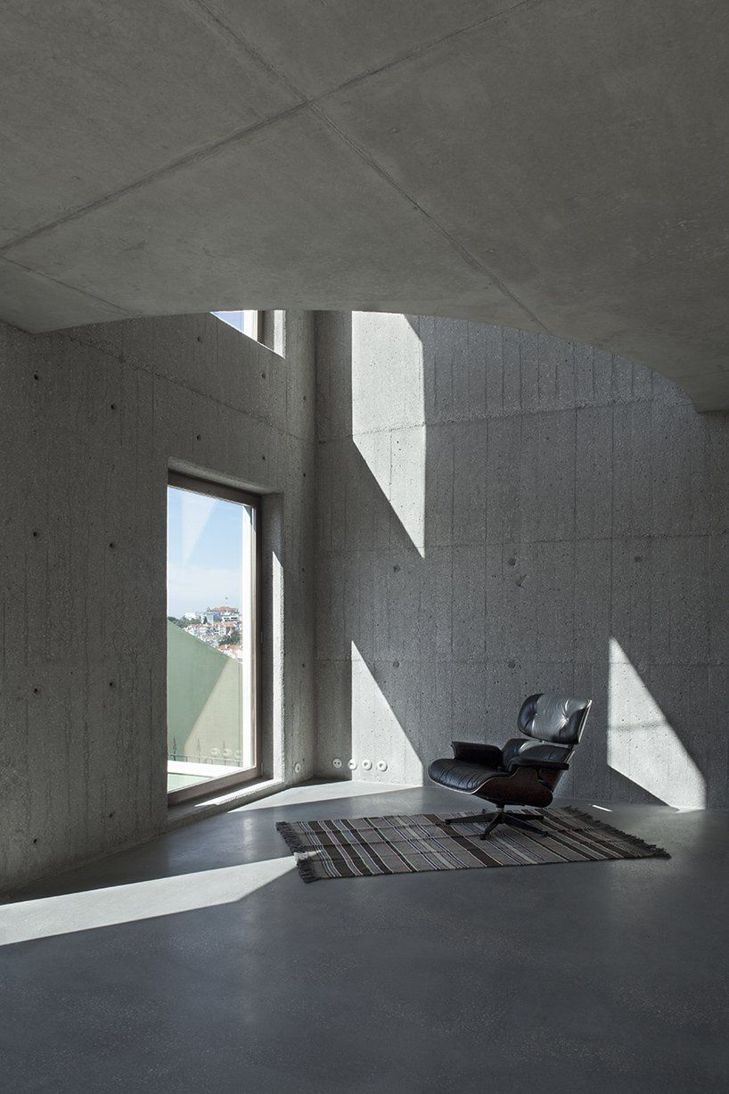 Leopold Banchini Exposes The Concrete Structure Of Casa Do Monte In Lisbon Exposed Concrete Concrete Structure Concrete Interiors