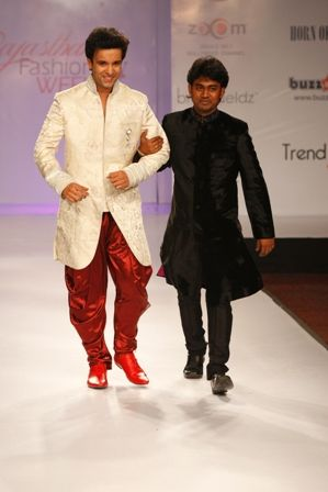 Sumit Dasgupta An Exclusive Interview With Designer Sumit Dasgupta With Images Fashion Fashion Design Fashion Week