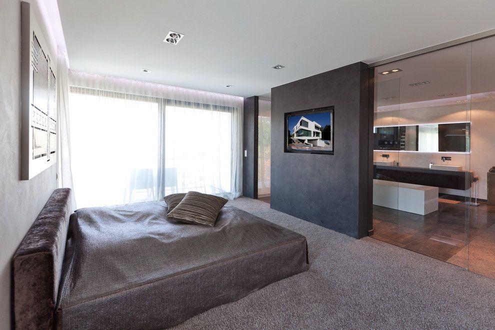 Fernseher Fur Badezimmer Im Modern Schlafzimmer Mit Upholstered Headboard Neben Recessed Lighting Home Design Ideen Modernes Schlafzimmer Schlafzimmer Zimmer