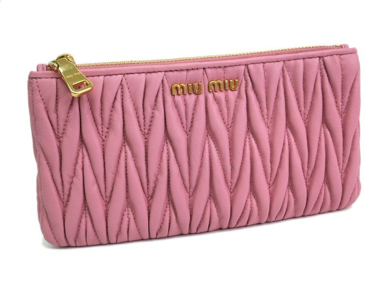 Miu Miu Matrasse Wallet Pouch with Card case Leather Pink(BF063114). All of eLADY's items are inspected carefully by expert authenticators who have years of experience.