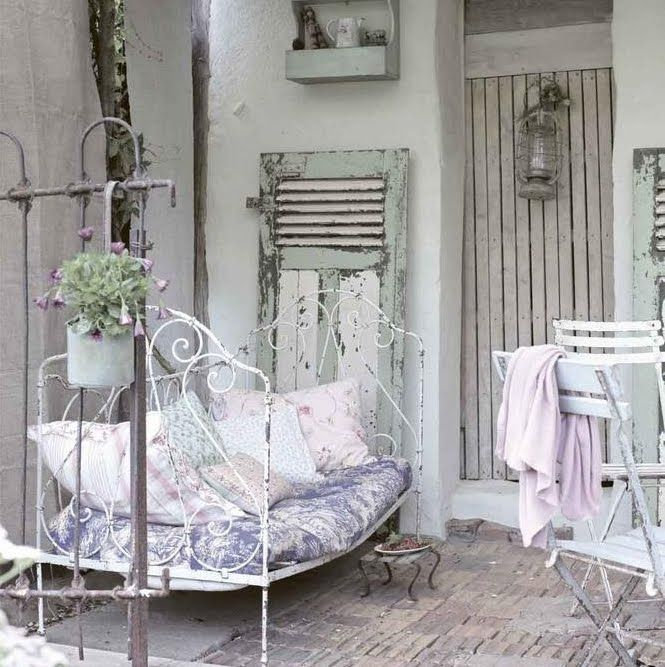 Shabby french country outdoor terrace shabby chic - Gartenhaus shabby chic ...