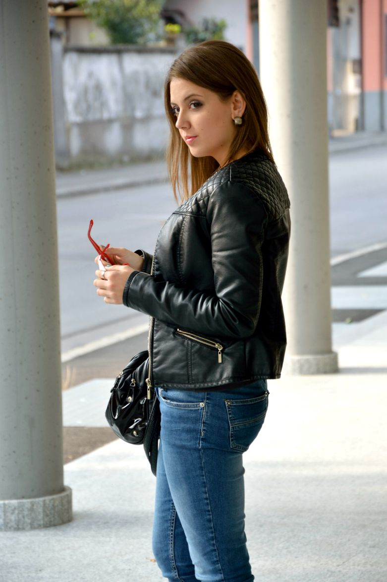Casual everyday Outfit #fashionblogger #leather #jacket #jeans #ootd   More photos: www.ellysafashion.wordpress.com