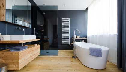 Badkamer met natuurhout badkamer