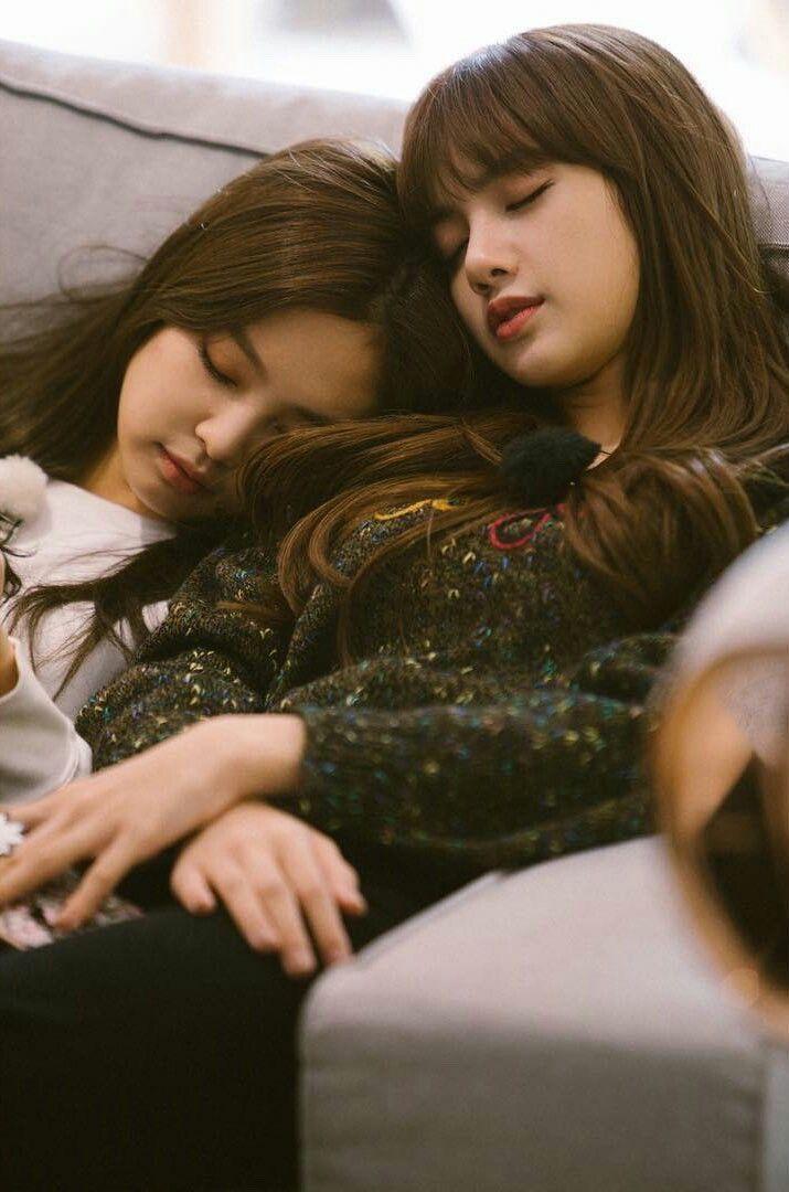 Jenlisa Sleeping Together Jennie Blackpink Jennie Blackpink