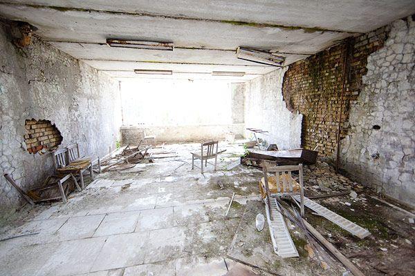 Abandoned apartment building in eastern Redland - http://lumovoima.fi/sz10551/