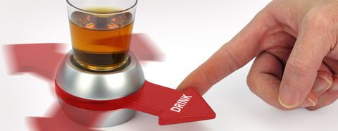 Spin the Shot: ¿Recuerdas el juego de girar la botella? Spin the Shot es el mismo juego, solo que tomas shots en vez de dar besos; a menos que quieras... – Hausly