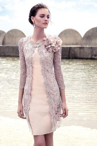 Colección de trajes de madrina 2015 de Carla Ruiz . En la que destacan  tejidos exquisitos como el guipur, chantilly,.