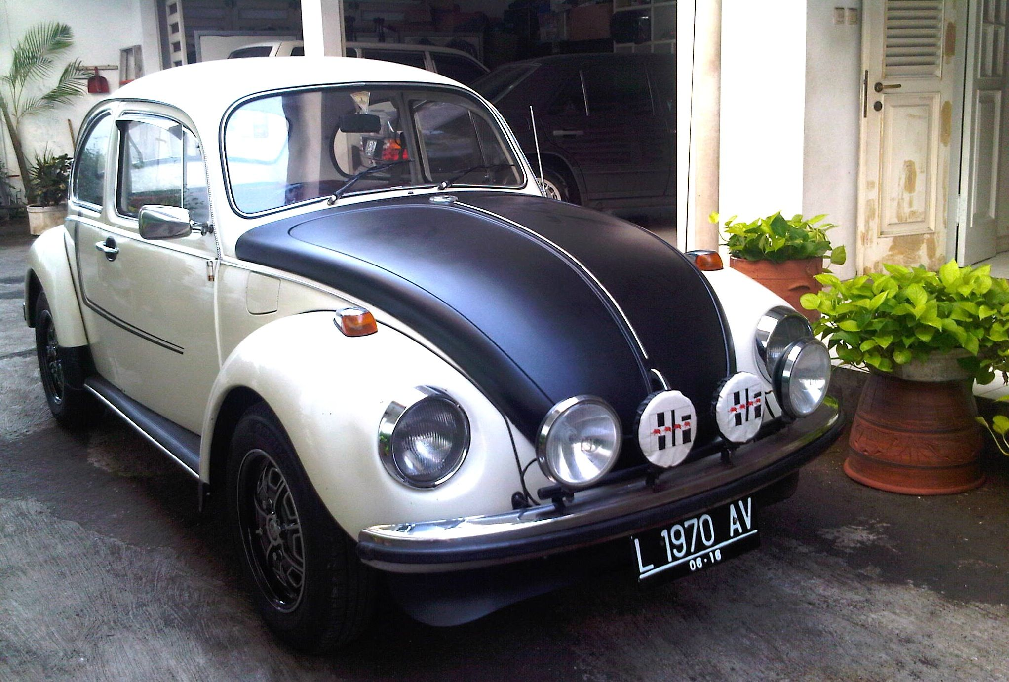1302 VW Beetle Punch Buggy Old cars Pinterest