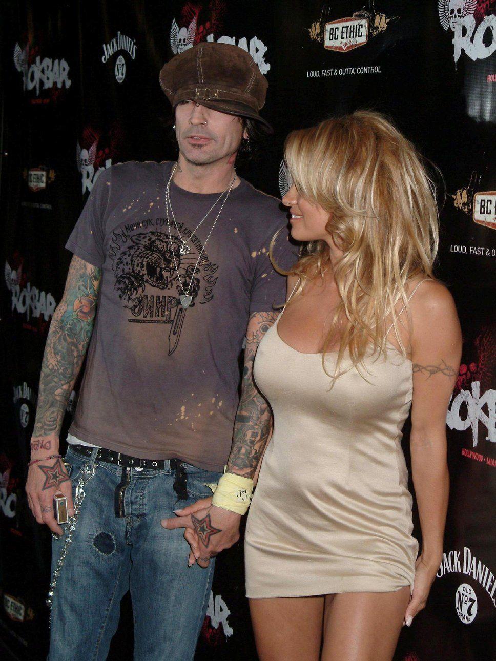 Pamela anderson tommy lee wedding bands - Tommy Lee Pamela Anderson Robe Beige S Thirt Gris Jean Bleu