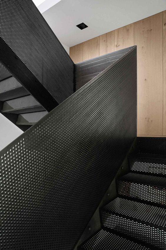 garde corps t le perfor e acier noir escalier pinterest acier noir garde corps et t le. Black Bedroom Furniture Sets. Home Design Ideas