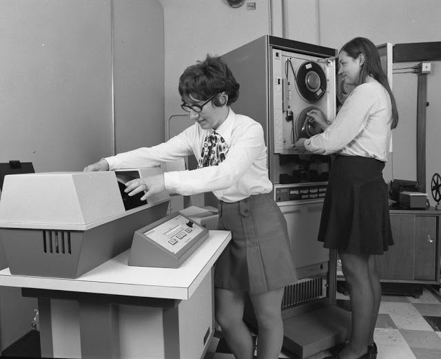 vintage everyday: Vintage Photos of Mini-skirts Behind The Computers