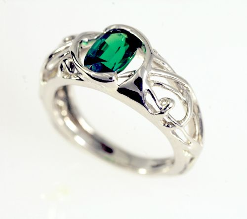 This ring is so prettyy.