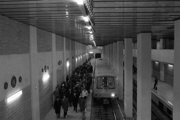 Documentar: 35 de ani de la punerea în funcțiune a metroului bucureștean (Galerie FOTO)