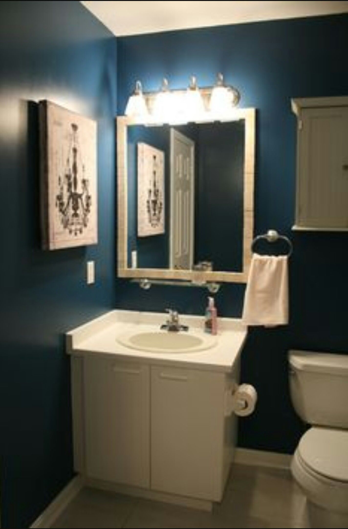 pin by nathaly garcia on home dark blue bathrooms navy blue rh pinterest com