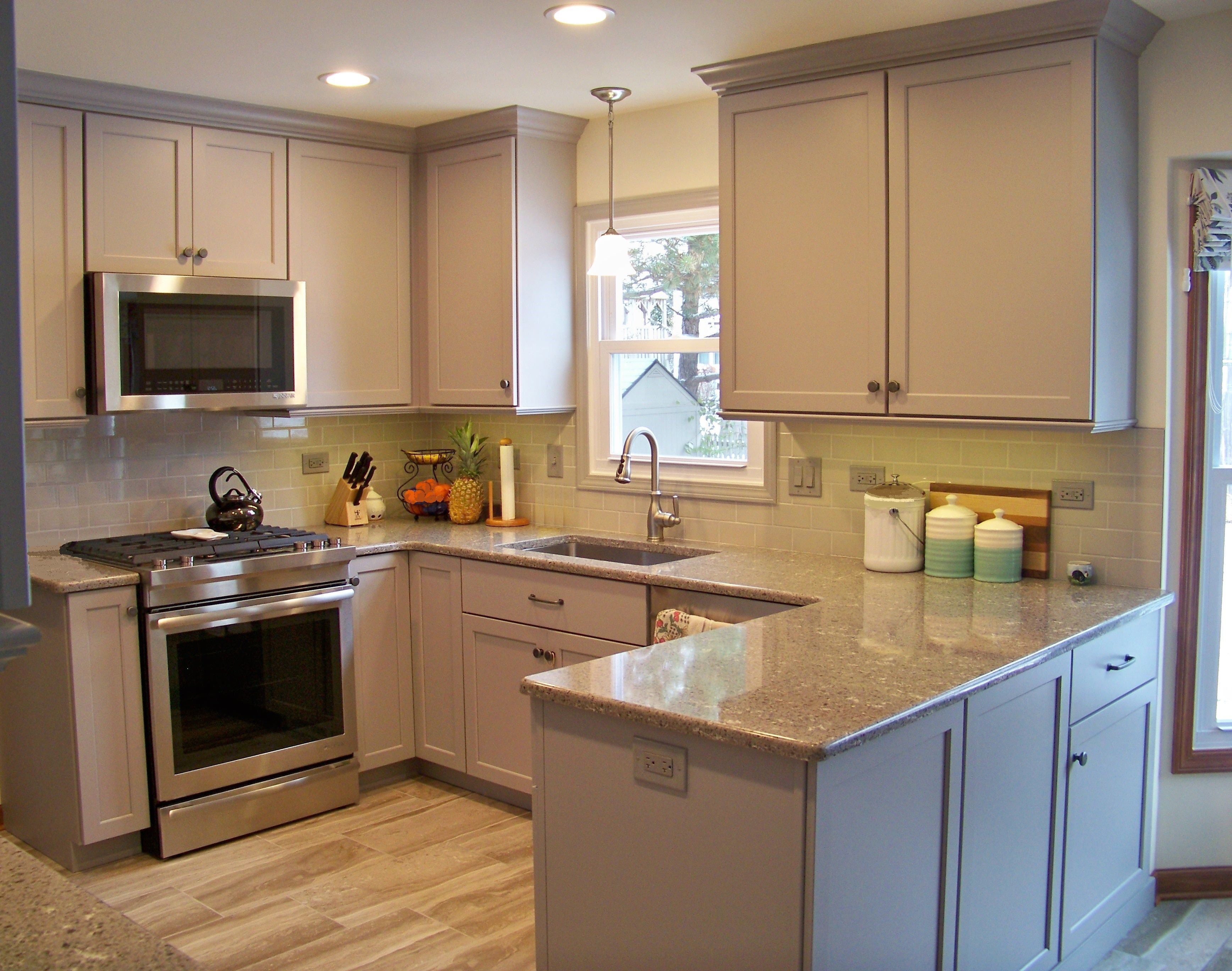 This Sleek And Efficient Kitchen Features Fieldstone Cabinetry Kitchen Kitchen Cabinets Cabinetry
