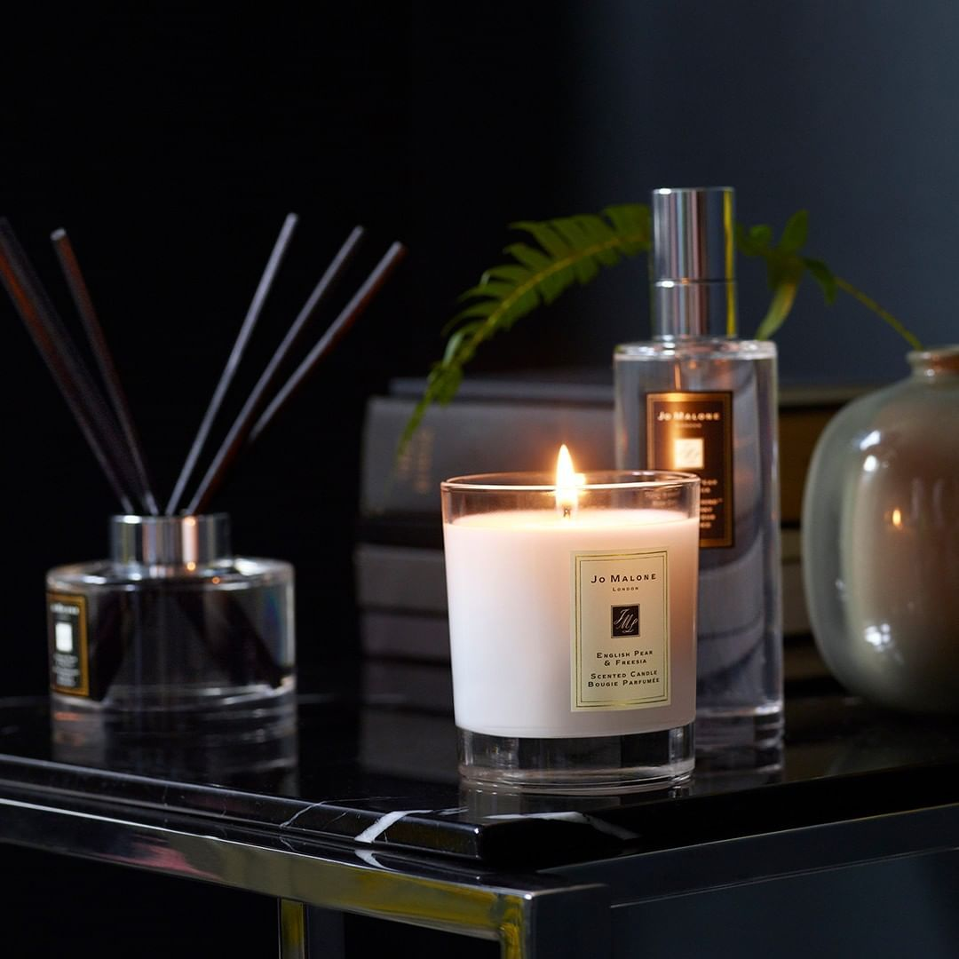 Make A Fragrant First Impression Set And Scent The Scene With A